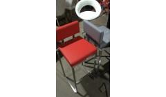 Мягкий барный стул красного цвета
