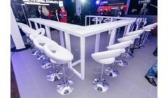 П-образный белый барный стол